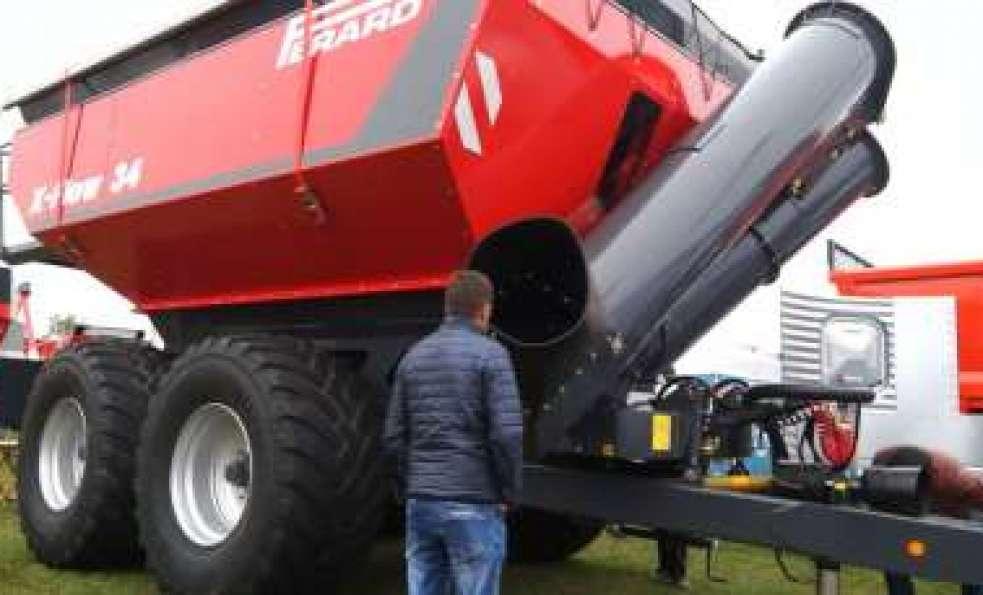 Wóz przeładowczy X-FLOW na Agro Show